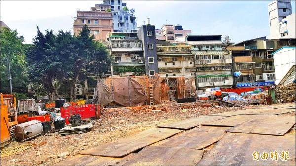 陳茂通宅目前僅剩小部分未拆除。(記者楊心慧攝)