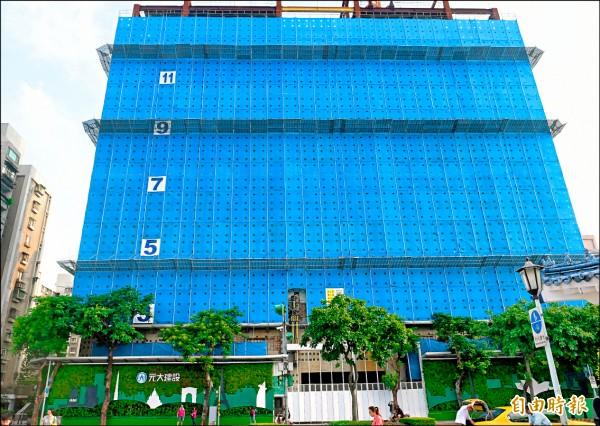 大孝大樓由國民黨轉賣給地產公司後,已被拆除,原址目前正在興建豪宅。(記者張嘉明攝)