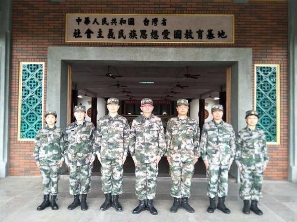 彰化縣議員許書維指出,魏明仁是上校退役,領有月退,但卻穿著共軍軍裝,要求政府查辦。(彰化縣議員許書維提供)