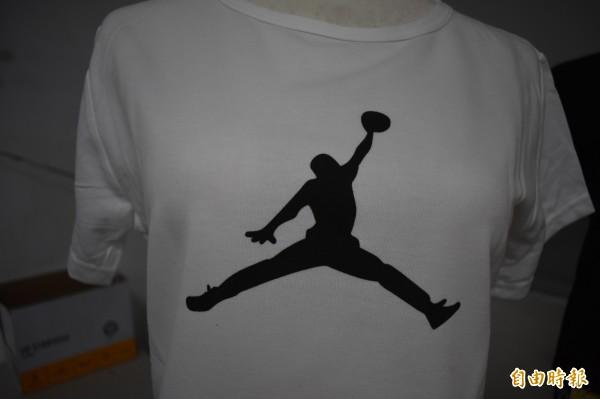 Nike 旗下的Air Jordan,Jordan(喬登)的手是腫的。(記者張瑞楨攝)