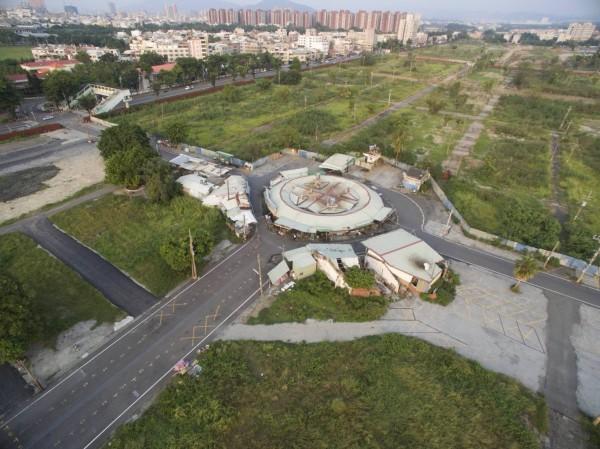 高雄岡山欣欣市場興建一甲子,圓型建築頗具特色。(岡山眷村文化協會提供)