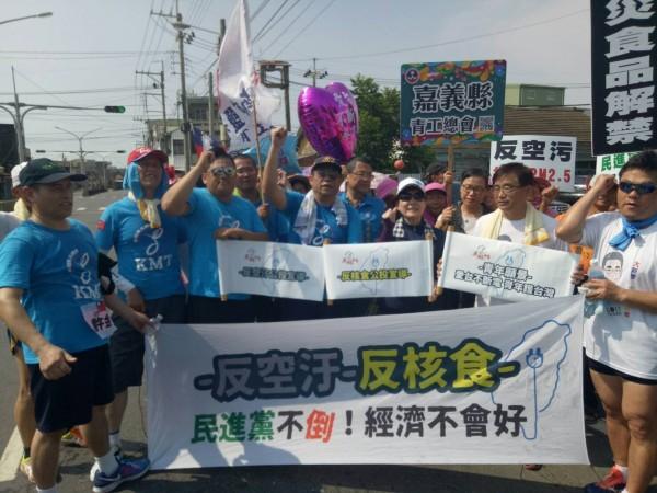 「愛台灣不斷電青年護台灣」接力路跑。(國民黨嘉義縣黨部提供)