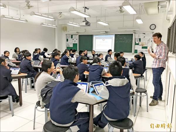 北市10所私立小學於6月1日辦理新生入學登記,再興、薇閣等小學早已額滿。(記者蔡亞樺攝)
