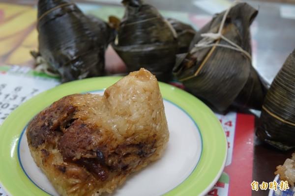 彰化縣福興鄉橋頭村長夫人陳碧所包的粽子,以香菇、豬肉入餡。(記者劉曉欣攝)
