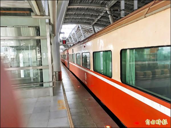 屏東縣長潘孟安希望恆春觀光鐵道的工期能縮短。(記者侯承旭攝)