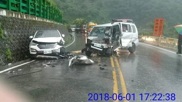 台9線蘇花公路171.8K大清水區段,今天傍晚發生一起追撞事故,共造成4人受傷。(記者王峻祺翻攝)