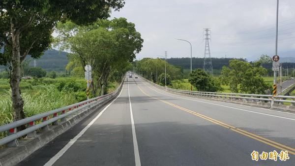 台九線武陵段至德高段被稱為全台最筆直公路。(記者王秀亭攝)