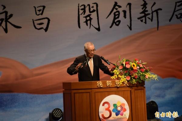 國民黨主席吳敦義今天在一貫道總會30週年感恩大會,特地背誦「禮運大同篇」全文107字,拉近與一貫道親的距離。(記者蘇福男攝)