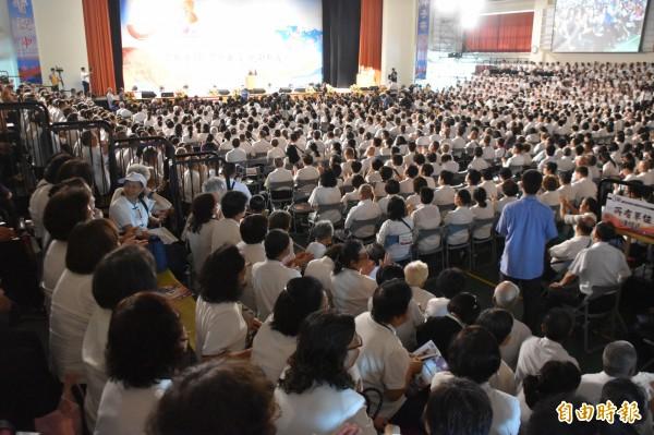 一貫道總會30週年感恩大會在高雄樹德科大登場,國、民兩黨要角均到場祝賀。(記者蘇福男攝)