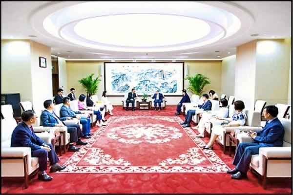 國民黨十立委組成的訪中團上週拜會中國國台辦主任劉結一,雙方共彈「九二共識」的基調。(圖取自中國國台辦官網)