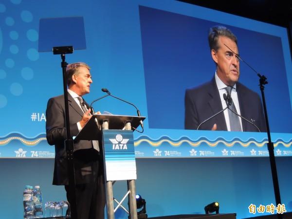 IATA在澳洲雪梨召開第74屆年會,理事長Alexandre de Juniac進行航空業營運發展報告指出,IATA看好今年航空業整體營運狀況。(記者劉力仁攝)