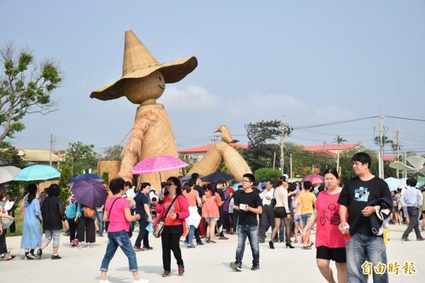 桃園農博活動期間,民眾參觀農博展出的現況。(資料照,記者李容萍攝)