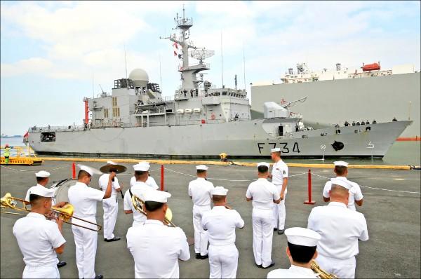 法國海軍花月級「葡月號(Vendemiaire F734)」警戒護衛艦(surveillance frigate),今年三月抵達菲律賓馬尼拉訪問。(路透檔案照)