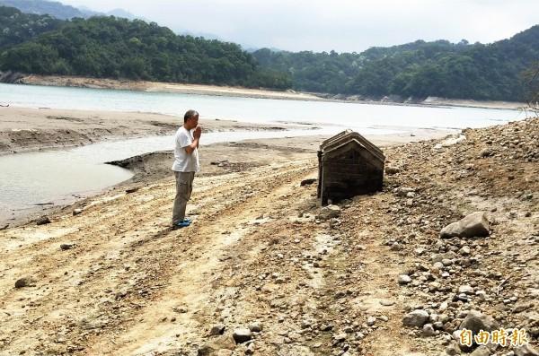 石門水庫隨阿姆坪土地公廟再現,北水局期待梅雨季節期間老天爺多多「賞雨」。(資料照)