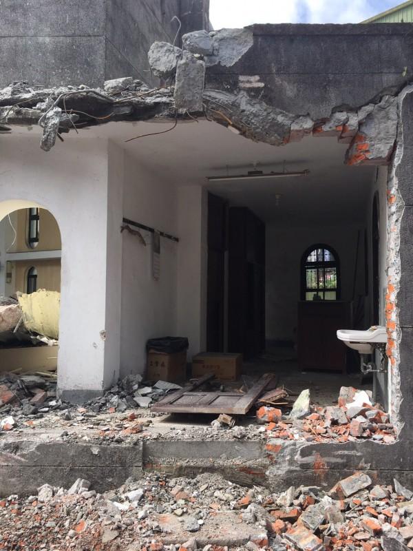 還需經文資審議是否列入古蹟的文聲復健院,竟被天主教會偷拆。(民眾提供)