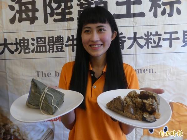 金門特產業者因應端午節將屆,推出有溫體牛肉、香鮮干貝的「海陸霸王粽」。(記者吳正庭攝)