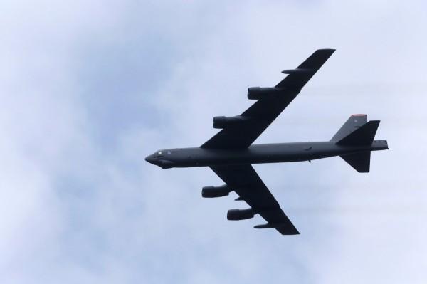 美國空軍證實,兩架美軍B-52轟炸機飛越了南沙群島附近海域進行訓練,中國對此表示,美方應「停止在南海地區尋釁滋事」。(路透社資料照)