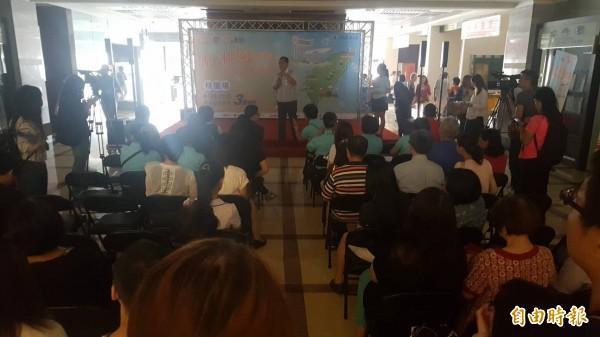 桃園市政府上午在一樓川堂舉行活動,一度跳電近3分鐘。(記者陳昀攝)