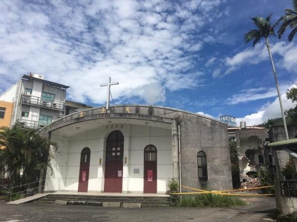 宜蘭縣礁溪天主堂建築群去年被宜蘭縣文資會指定為歷史建築,但時隔半年仍未獲得公告,昨天遭人「偷拆」。(孫博萮提供)