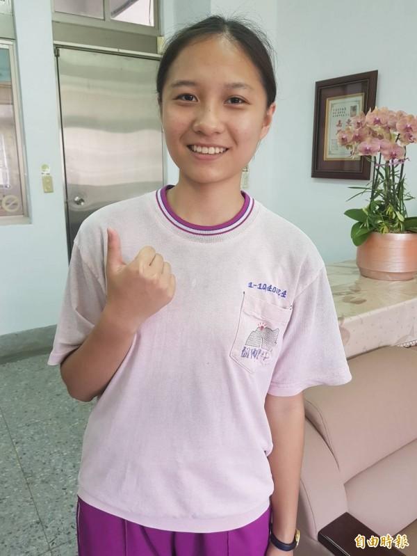 去年總統教育獎得主、基隆市碇內國中學生方佳柔,國中教育會考成績34.8分,可望錄取北一女中,她希望未來當醫生,照顧病人。(記者俞肇福攝)