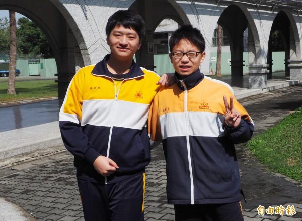 南投縣立旭光高中今年以繁星管道上台大的陳建翔(左)和中國醫藥大學藥學系的林俊呈(右)。(資料照,記者陳鳳麗攝)