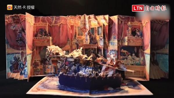 中國一名插畫師將莫札特的歌劇《費加洛的婚禮》製作成立體繪本,完成度之高讓許多網友看到都跪了!(圖片由微博:天然-R授權提供使用)