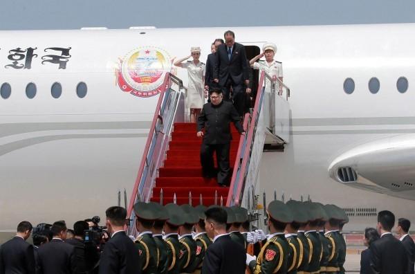 北韓元首專機「蒼鷹一號」曾是全球最大噴射客機。圖為金正恩上月搭乘「蒼鷹一號」赴中國。(法新社)