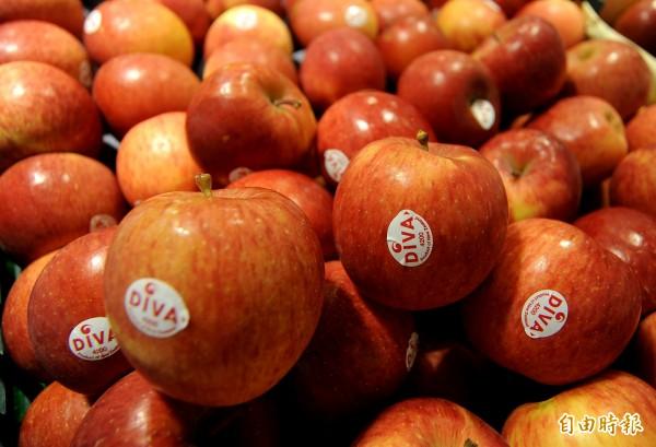貼紙上的編碼可看出栽種方式、品種、產區等,坊間流傳某些編號的水果特別好吃、8開頭的水果為基改、貼標籤是品質保證等等,都是錯誤的;此為示意圖。(資料照)