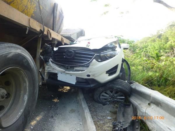 國道10號西向匯入國道3號北向匝道,今天下午4點20分左右,發生一起5部大小車追撞車禍事故,造成8人輕傷。(記者蘇福男翻攝)