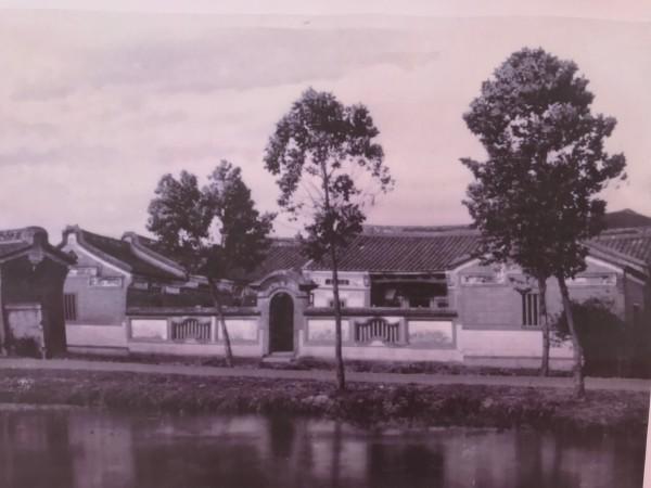 守讓堂是曾任貴仔坑區庄長的吳愚後代所興建的三合院建築。(記者陳心瑜翻攝)