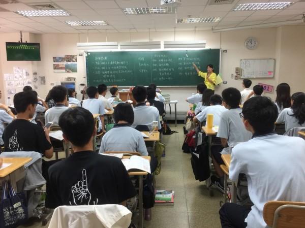 國立高中職代理教師原本聘期為一年,不少人擔心改隸後聘期受到影響。(桃園市教師會提供)