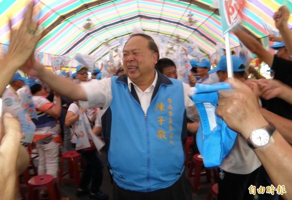 陳子敬(中)擬採「柯文哲模式」角逐台南市長。(資料照)