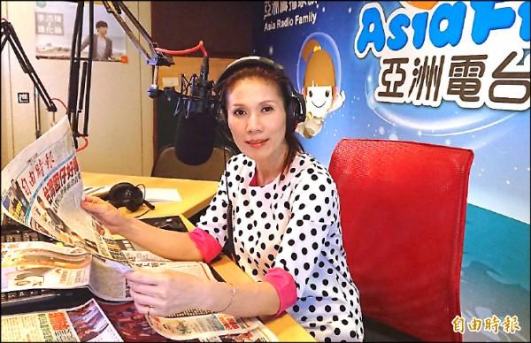 電台主持人謝美英宣布,將以無黨籍投入中壢區市議員選舉。(記者李容萍攝)