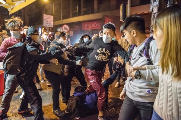 港府打壓政治,青年領袖牢獄災。(法新社)