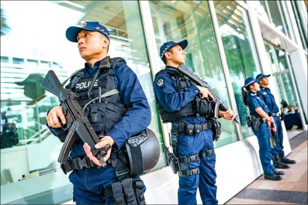 新加坡警方十一日在美國國務卿龐皮歐向媒體公布「川金會」內容前加強警戒。(歐新社)