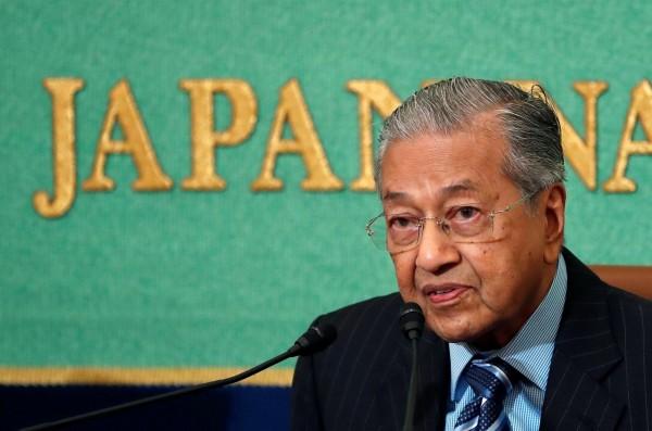 馬哈地正訪問日本,他週一(11日)告訴《日經亞洲週刊》,「是的,我們會重開大使館」,表明大馬駐北韓大使館將重新開啟。(路透)