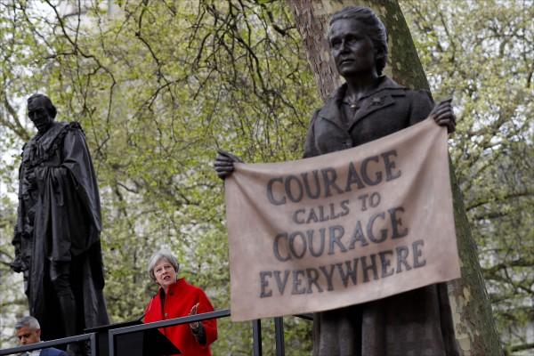 英國首相梅伊四月二十四日在米莉琴特.費塞特雕像揭幕演說中,向這位女性參政權先驅致意。(法新社檔案照)