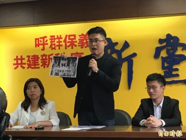 新黨發言人王炳忠痛批北檢以拼湊拼圖的方式羅織罪名。(記者鄭鴻達攝)
