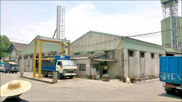 農委會請雲嘉南多數農會保價收購餘糧,有不少農民搶著繳交。(記者林宜樟翻攝)