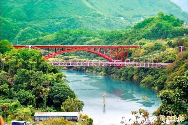 復興區復興橋和緊鄰的羅浮橋,同位於青山綠水間,復興區公所將進行「羅浮雙橋」的空間活化,打造成為羅浮新亮點。(記者李容萍攝)