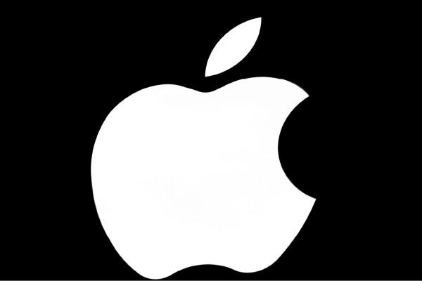 蘋果公司十三日宣布,將強化iPhone加密能力,讓警方更難在未經授權情況下將iPhone解鎖。(美聯社檔案照)