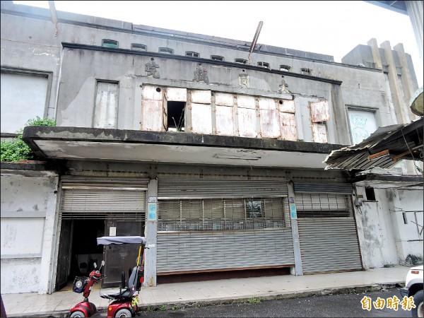 大同戲院已有60年歷史,2009年後因火災而無法繼續營業。 (記者張存薇攝)