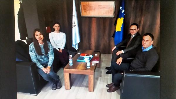 郭家佑三月底拜訪科索沃國家通訊委員會。(郭家佑提供)