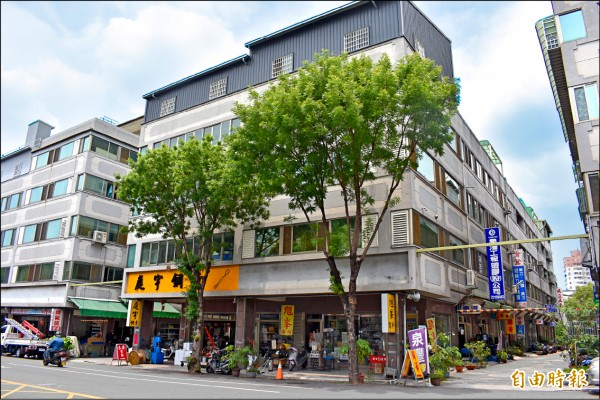 舊建國市場「黑手街」的74個店家,遷移到自由路四段,成立自由路五金電料商圈。(記者張瑞楨攝)
