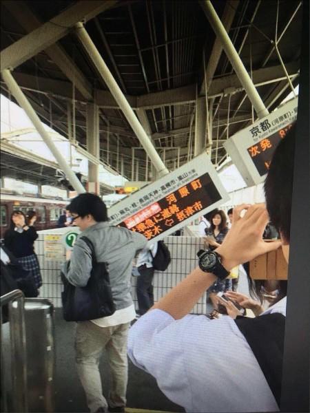 日本大阪十八日發生規模6.1強震,駐日代表處大阪辦事處初步了解,目前並無台僑及旅客受害災情,華航、長榮航空往返日本的航班均正常起降,並放大機型輸運旅客。(記者姚介修翻攝)