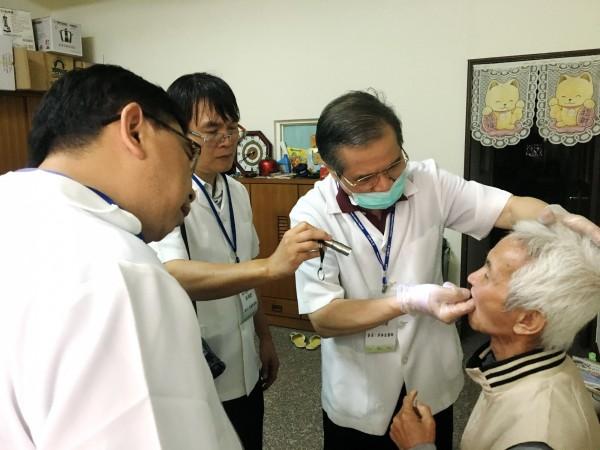 台中市老人假牙補助計畫已有4萬5千人受惠。(台中市政府提供)