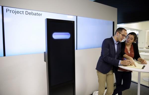 IBM首次公開展現他們研究逾5年的人工智慧科技,可以與人類辯論的辯論機器人。(美聯社)