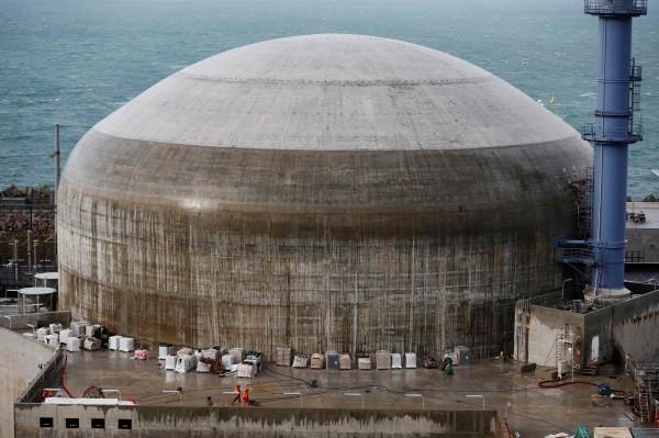 香港媒體指出,距離香港130公里的中國廣東台山核電廠,在隱患未除情況下,於本月6日「開機」。圖為法國的EPR機組。(法新社)