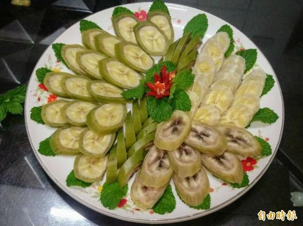 水煮帶皮香蕉料理雖引發熱議,但有家政老師做成美麗拼盤,看起來相當別緻,秀色可餐。(記者劉濱銓攝)