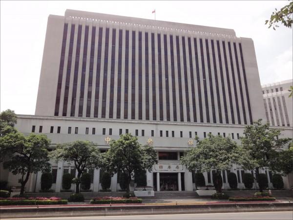 行政院近期核定,中央銀行等公股銀行優存利率13%,分6年調降為6%改革方案,7月1日實施。﹛資料照)